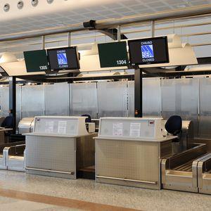 登机办理柜台 / 登机 / 机场